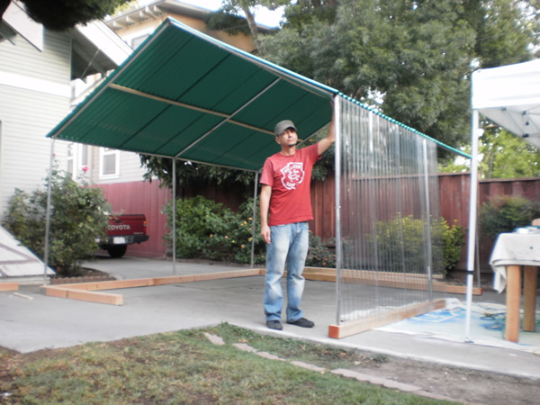 Pilar Aguero-Esparza and H. Dio Mendoza. Construction of temporary home out of recycled materials for ZER01 at the Mariachi Festival.