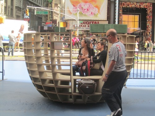 Meeting Bowls, Times Square